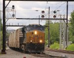 CSX 3101 leads Q032 through signal at TL